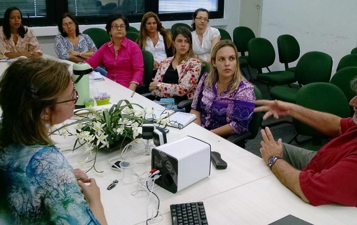 Diretora de fundação hospitalar gaúcha apresenta experiência para trabalhadores da FESF-SUS, em Salvador