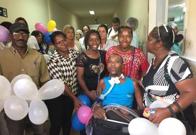 Grupo de Humanização do HGCA festeja a desospitalização de um paciente internado há dois anos na UTI