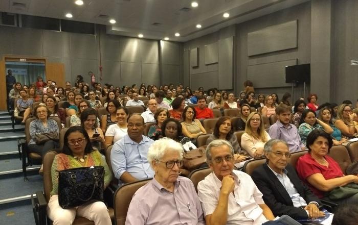 """""""Todo mundo fala do SUS. A força política desse projeto está presente e se estamos vivendo um momento de ameaça não quer dizer que esse projeto será derrotado"""", José Gomes Temporão."""